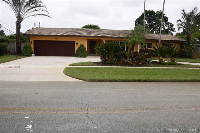 700 NW 74th Ave, Plantation, FL 33317 (MLS #A10718169) :: Grove Properties
