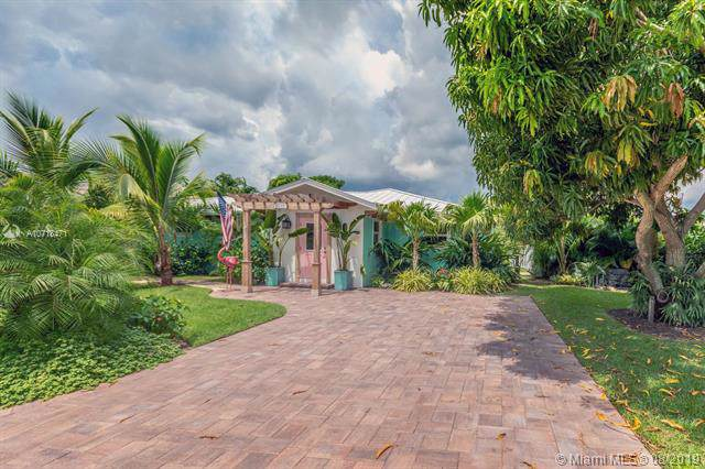 9235 S.E. Cove Point St., Tequesta, FL 33469 (MLS #A10718471) :: Ray De Leon with One Sotheby's International Realty