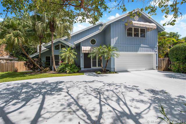 7211 SW 166th St, Palmetto Bay, FL 33157 (MLS #A10720460) :: Berkshire Hathaway HomeServices EWM Realty