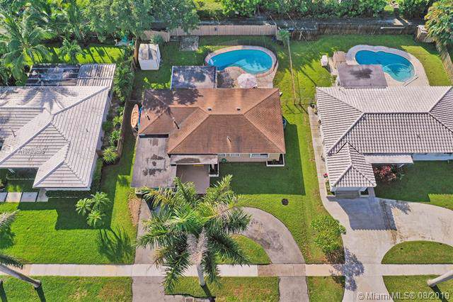307 N 31st Rd, Hollywood, FL 33021 (MLS #A10720895) :: Castelli Real Estate Services