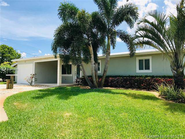 25 SW Cabana Point Cir, Stuart, FL 34994 (MLS #A10721075) :: Berkshire Hathaway HomeServices EWM Realty