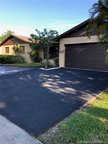13800 SW 104th Ter, Miami, FL 33186 (MLS #A10721387) :: The Riley Smith Group