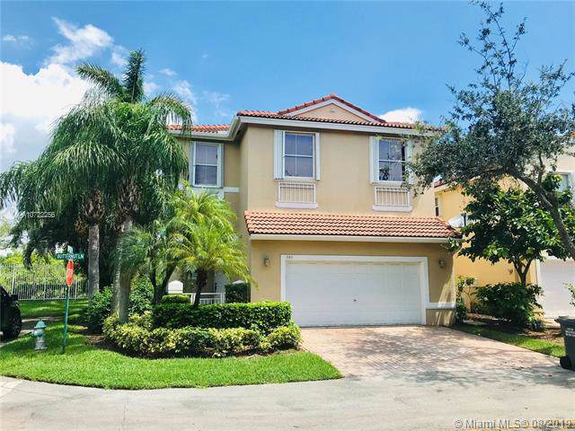 1145 Butternut Ln, Hollywood, FL 33019 (MLS #A10722256) :: Castelli Real Estate Services