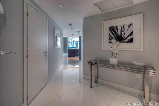 200 Biscayne Boulevard Way #4102, Miami, FL 33131 (MLS #A10722374) :: Ray De Leon with One Sotheby's International Realty