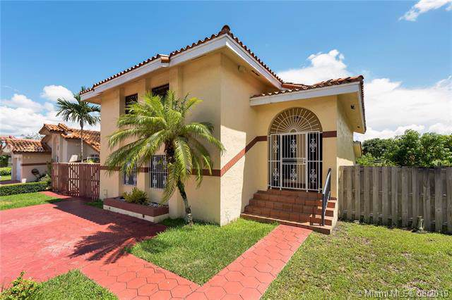 13670 SW 80th Street, Kendall, FL 33183 (MLS #A10723310) :: The Erice Group
