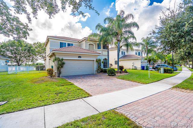 6042 SW 195th Ave, Pembroke Pines, FL 33332 (MLS #A10723492) :: RE/MAX Presidential Real Estate Group