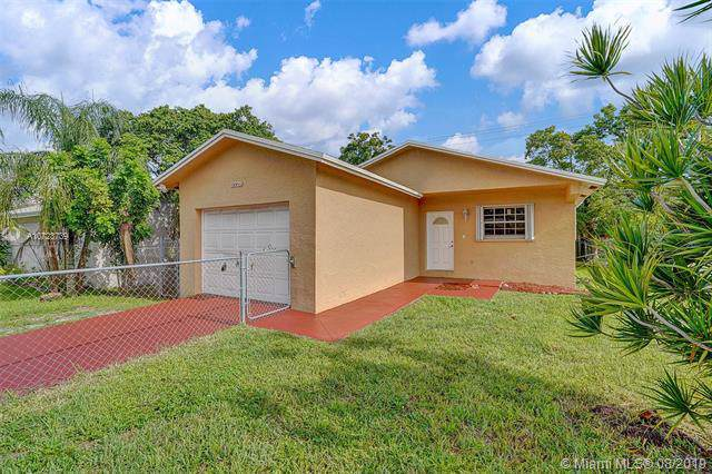 5729 Wiley St, Hollywood, FL 33023 (MLS #A10723739) :: Castelli Real Estate Services