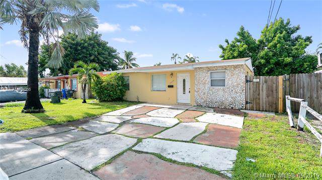 2614 Sheridan St, Hollywood, FL 33020 (MLS #A10724256) :: The Jack Coden Group