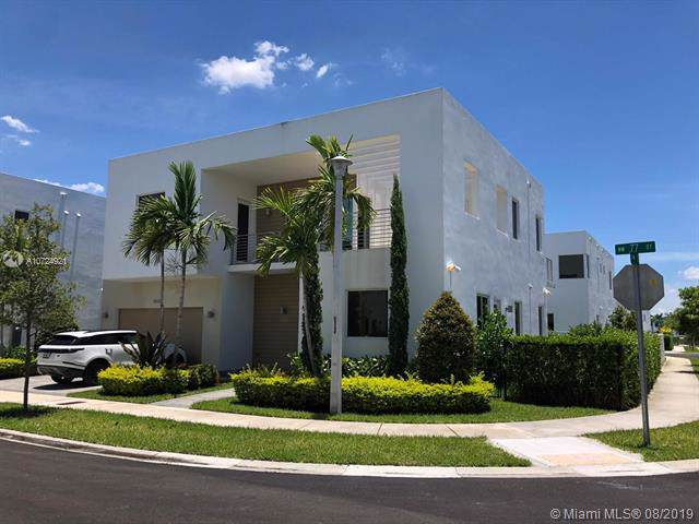 10120 NW 77th St, Doral, FL 33178 (MLS #A10724921) :: Lucido Global
