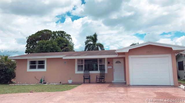 8580 NW 14th St, Pembroke Pines, FL 33024 (MLS #A10725341) :: RE/MAX Presidential Real Estate Group
