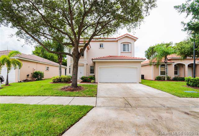 2390 SE 5th Ct, Homestead, FL 33033 (MLS #A10725419) :: Berkshire Hathaway HomeServices EWM Realty
