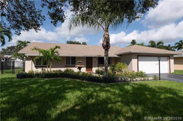 1301 SW 128 Drive, Davie, FL 33325 (MLS #A10725460) :: The Rose Harris Group