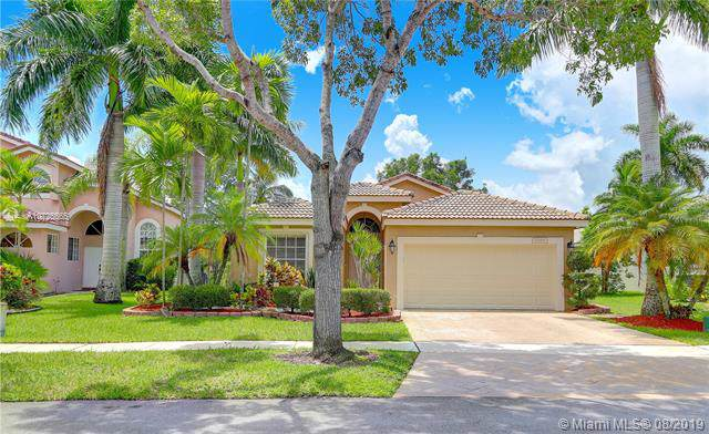 17588 SW 11th St, Pembroke Pines, FL 33029 (MLS #A10725565) :: Berkshire Hathaway HomeServices EWM Realty