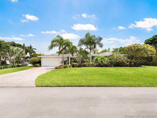 10375 SW 117th St, Miami, FL 33176 (MLS #A10725616) :: The Erice Group