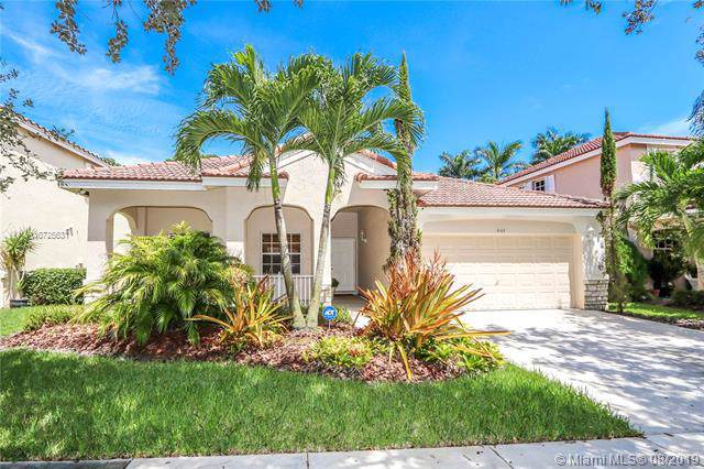 4143 Laurel Ridge Cir, Weston, FL 33331 (MLS #A10725631) :: Berkshire Hathaway HomeServices EWM Realty
