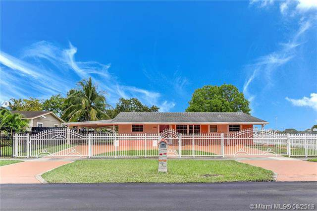 2403 NW 175th St, Miami Gardens, FL 33056 (MLS #A10725658) :: The Paiz Group