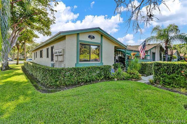 458 Lakeview Dr #1, Weston, FL 33326 (MLS #A10726022) :: Berkshire Hathaway HomeServices EWM Realty