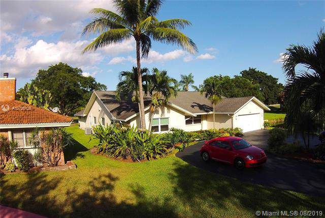1050 SW 91 Ave, Plantation, FL 33324 (MLS #A10726128) :: The Teri Arbogast Team at Keller Williams Partners SW