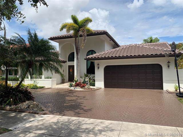 16503 NW 83 Pl, Miami Lakes, FL 33016 (MLS #A10726294) :: The Jack Coden Group