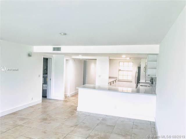 575 Oaks Ln #101, Pompano Beach, FL 33069 (MLS #A10726525) :: Ray De Leon with One Sotheby's International Realty
