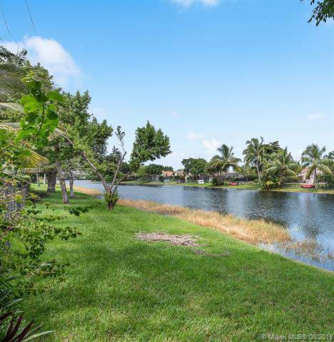 1742 SW 103rd Ln, Davie, FL 33324 (MLS #A10726646) :: RE/MAX Presidential Real Estate Group