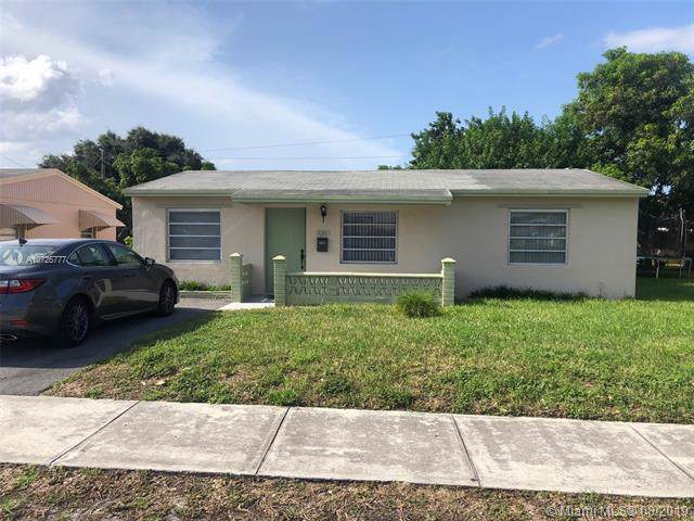 2411 Mayo St, Hollywood, FL 33020 (MLS #A10726777) :: The Jack Coden Group
