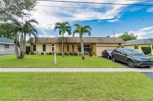 1301 NW 75th Ter, Plantation, FL 33313 (MLS #A10726946) :: The Teri Arbogast Team at Keller Williams Partners SW