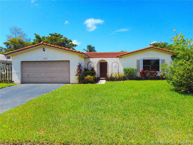 11450 NW 37th St, Coral Springs, FL 33065 (MLS #A10727002) :: Ray De Leon with One Sotheby's International Realty