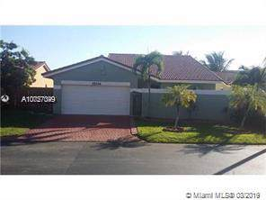 15134 SW 92nd Ter, Miami, FL 33196 (MLS #A10727049) :: The Howland Group