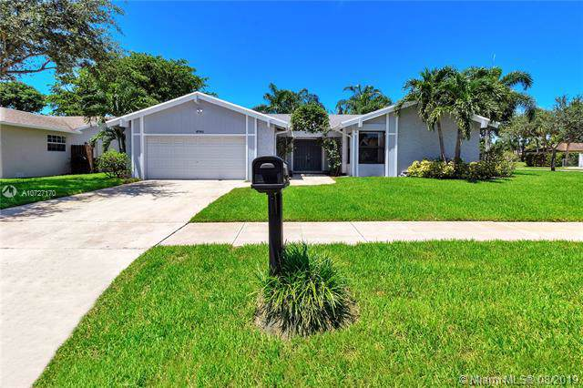 6741 NW 28th Ave, Fort Lauderdale, FL 33309 (MLS #A10727170) :: Laurie Finkelstein Reader Team