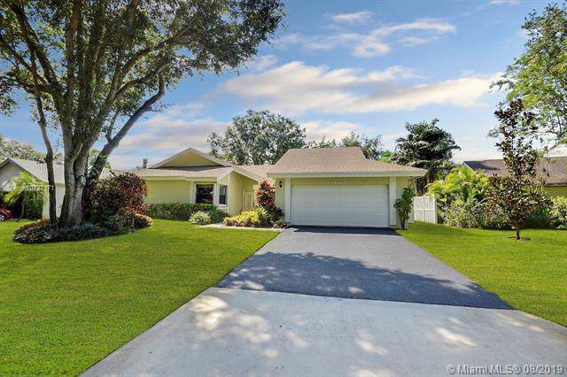 12104 Landing Way, Cooper City, FL 33026 (MLS #A10727171) :: The Teri Arbogast Team at Keller Williams Partners SW