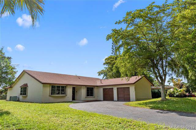 680 N Fig Tree Ln, Plantation, FL 33317 (MLS #A10727387) :: Ray De Leon with One Sotheby's International Realty