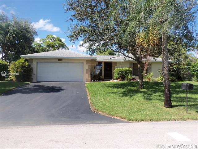 8521 SW 181st St, Palmetto Bay, FL 33157 (MLS #A10727564) :: The Kurz Team