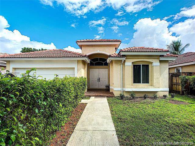 16217 SW 68th Ter, Miami, FL 33193 (MLS #A10727711) :: Berkshire Hathaway HomeServices EWM Realty