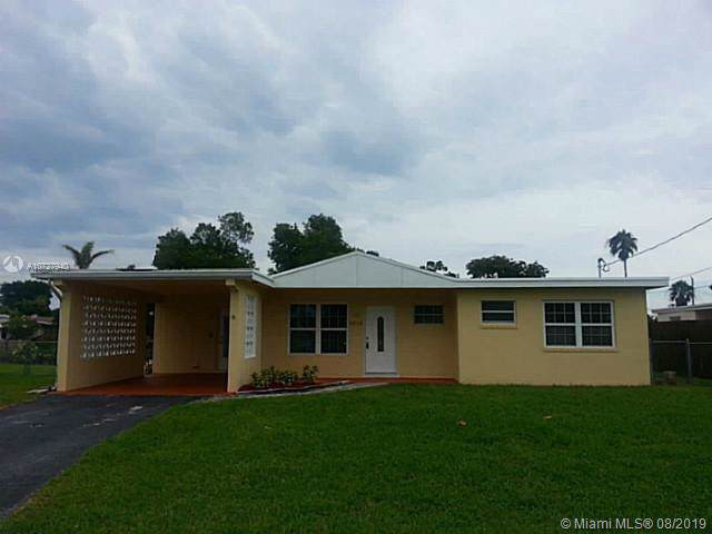2216 W River Dr, Margate, FL 33063 (MLS #A10727940) :: Ray De Leon with One Sotheby's International Realty