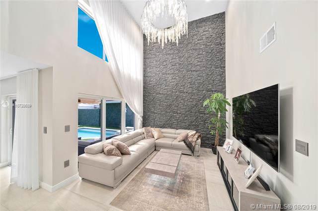 1040 Satinleaf St, Hollywood, FL 33019 (MLS #A10728639) :: Castelli Real Estate Services