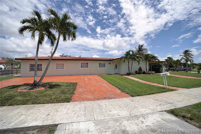 17925 NW 81st Ct, Hialeah, FL 33015 (MLS #A10728749) :: Castelli Real Estate Services