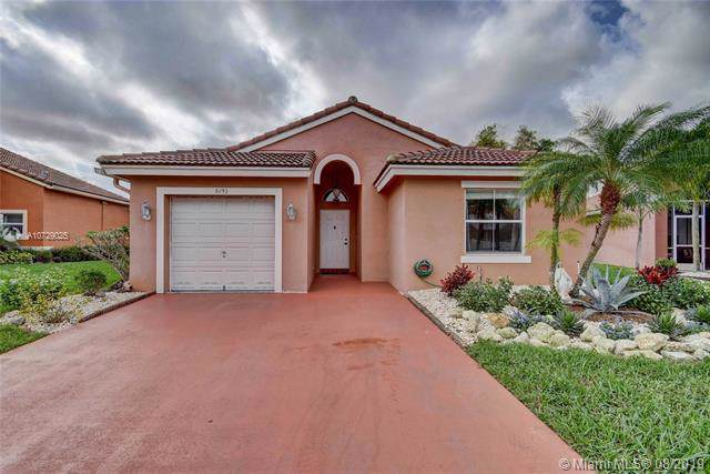 8193 Pelican Harbour Dr, Lake Worth, FL 33467 (MLS #A10729025) :: The Maria Murdock Group