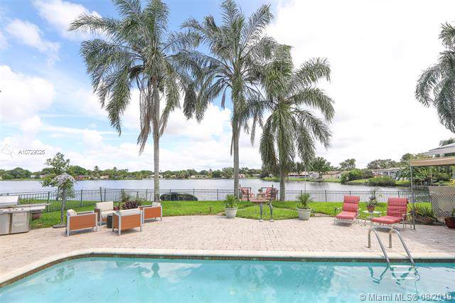 7011 SW 18th St, Plantation, FL 33317 (MLS #A10729026) :: United Realty Group