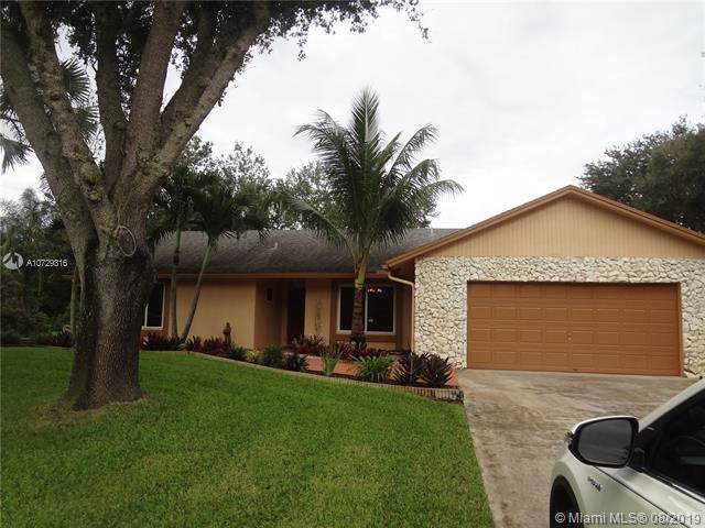 1610 SW 115th Ave, Davie, FL 33325 (MLS #A10729316) :: United Realty Group