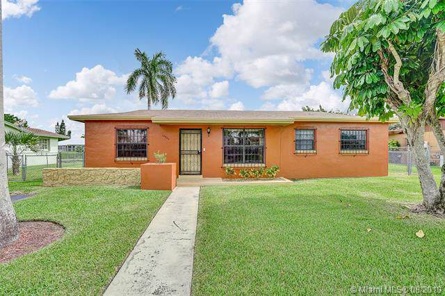10925 SW 141st Ln, Miami, FL 33176 (MLS #A10729396) :: The Riley Smith Group