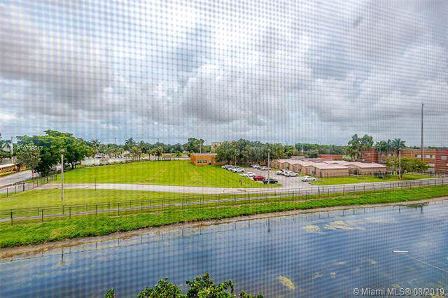 4050 NW 42nd Ave #411, Lauderdale Lakes, FL 33319 (MLS #A10729517) :: The Kurz Team