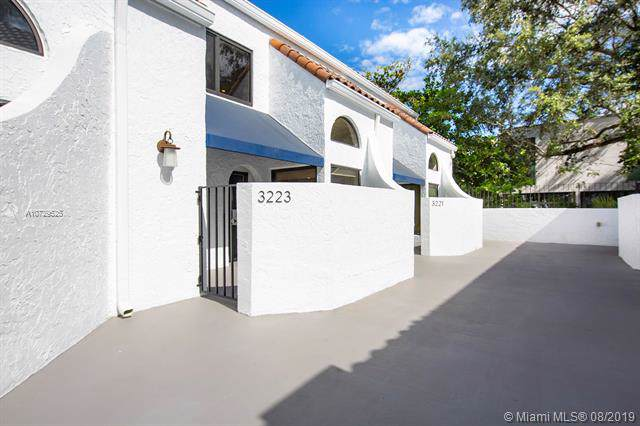 3223 Mary St #10, Miami, FL 33133 (MLS #A10729525) :: United Realty Group