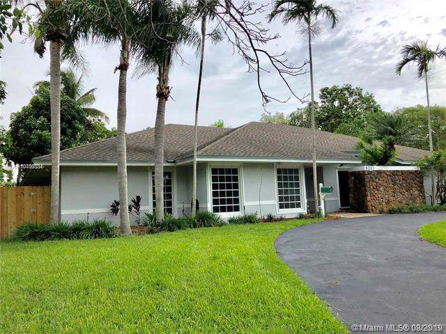 8201 SW 162nd St, Palmetto Bay, FL 33157 (MLS #A10730334) :: Green Realty Properties