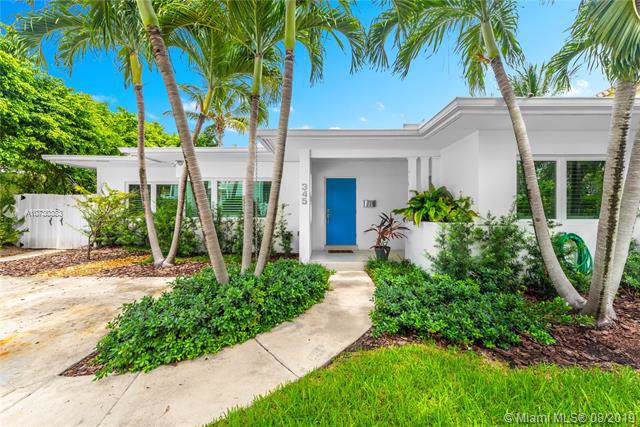 345 W Enid Dr, Key Biscayne, FL 33149 (MLS #A10730383) :: Ray De Leon with One Sotheby's International Realty