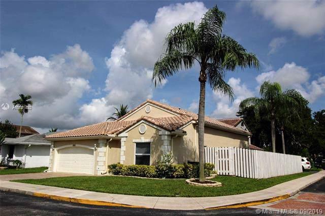 1001 Seabrook Ave, Davie, FL 33325 (MLS #A10731430) :: Grove Properties