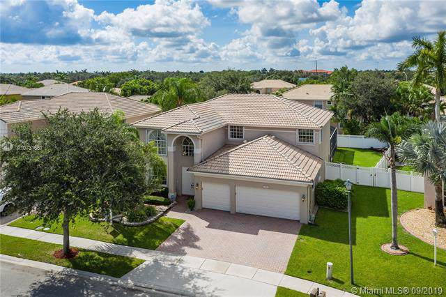 13824 NW 11th St, Pembroke Pines, FL 33028 (MLS #A10731667) :: The Kurz Team