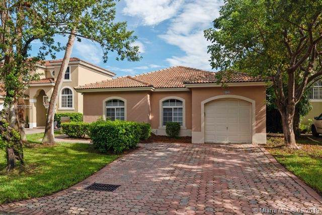 9121 SW 162nd Ln, Palmetto Bay, FL 33157 (MLS #A10731978) :: Ray De Leon with One Sotheby's International Realty
