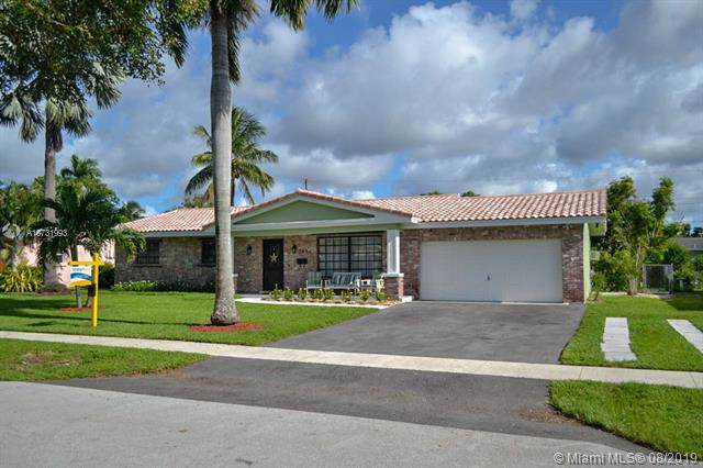 7481 NW 10th Ct, Plantation, FL 33313 (MLS #A10731993) :: The Kurz Team