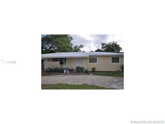 1645 W 15th St, Riviera Beach, FL 33404 (MLS #A10732200) :: Ray De Leon with One Sotheby's International Realty